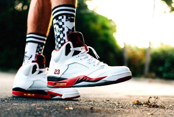 Calcetines deportivos en el pie
